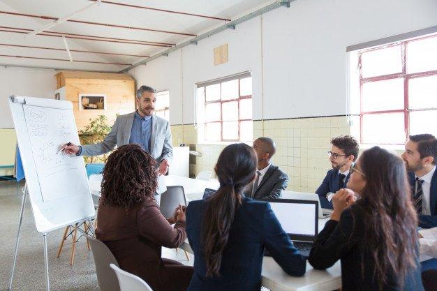 invitados en reuniones networking